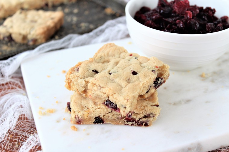 Gluten Free Cranberry White Chocolate Cookie Bars- The Gluten Free Gathering - easy to make, in one sheet pan, these cookies are festive and delicious. #glutenfree #glutenfreecookies #christmascookies #glutenfreechristmas #glutenfreechristmascookies #barcookies #whitechocolaterecipes #cranberryrecipes